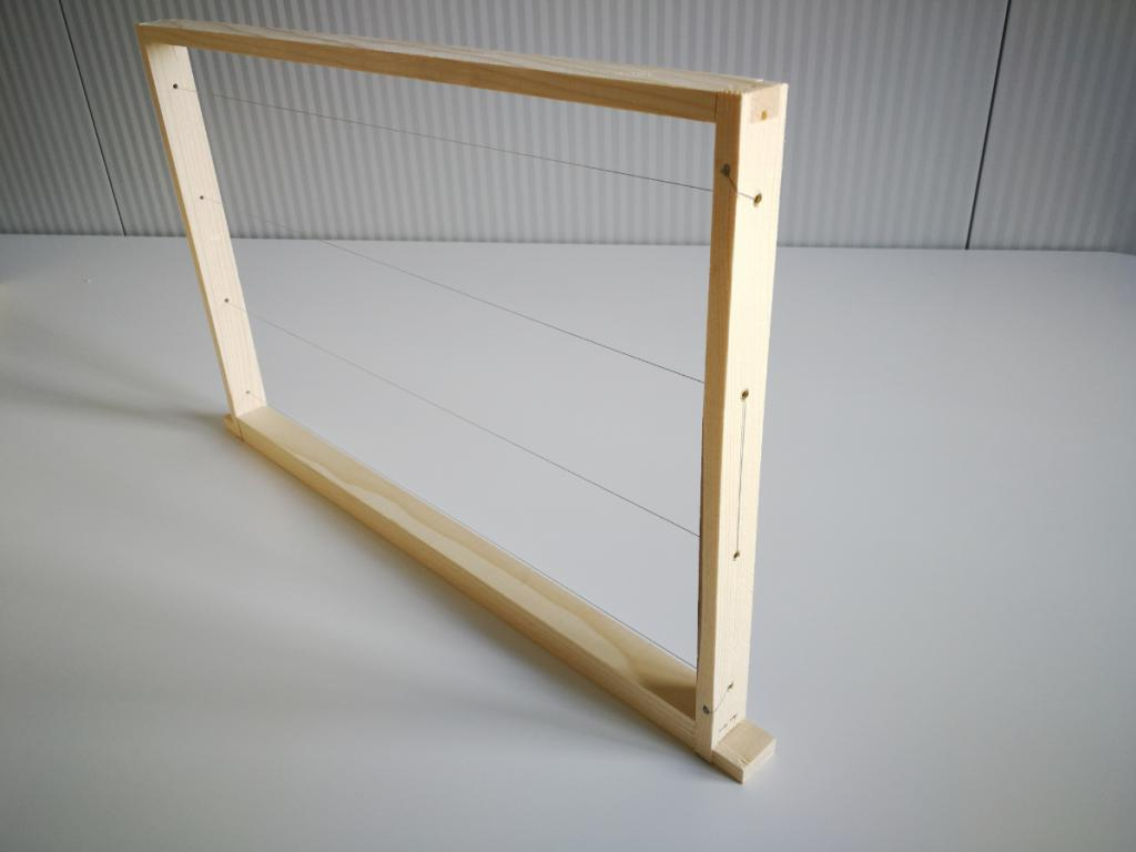 US Dadant frames assembled/wired