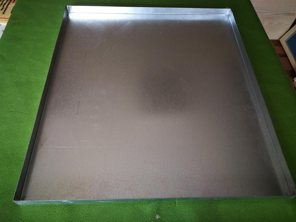 Hive cover with metal sheet